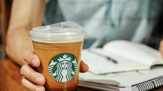 Starbucks to Ban Plastic Straws - Video