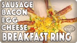 Bacon, sausage, egg and cheese breakfast ring - Video