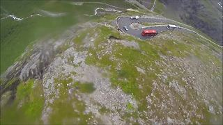 Epic wingsuit proximity flight dazzles spectators - Video