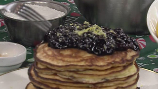 Lemon ricotta pancakes with blueberry compote - Video