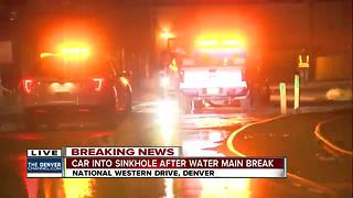 Car falls into sinkhole after water main break - Video