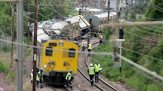 South Africa - Jahannesburg - Train collision Video (edited) (cZr)