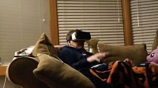 Man Experiences Virtual Reality Horror For The First Time - Video