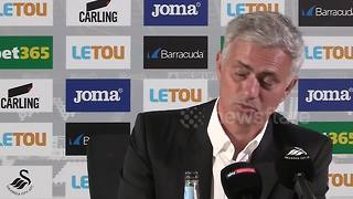 Mourinho thinks Swansea is in England - Video