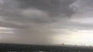Howling Winds Whip Up Dust Storm in Melbourne - Video