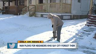 Residents in Detroit-Shoreway neighborhood take snow removal into their own hands - Video
