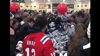Patriots Fans Waste No Time Stocking Up on Super Bowl Gear After Win - Video