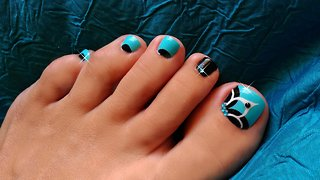 Gorgeous and easy to do baby blue floral toenail art - Video