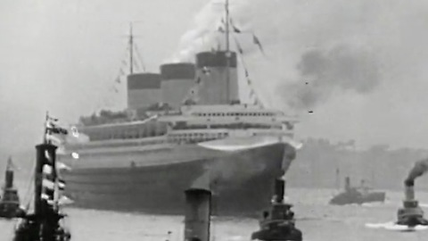 S.S. Normandie catches fire at New York pier (1942)