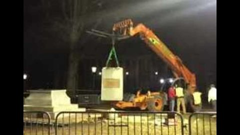 Students Sing as Last Piece of 'Silent Sam' Statue Removed From UNC Campus