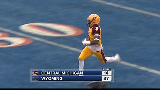 Josh Allen, Wyoming routs sloppy Central Michigan - Video