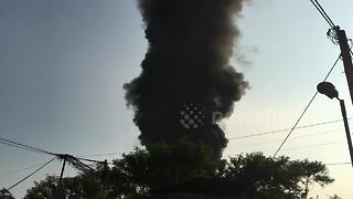 Huge cloud of black smoke rises from plastic recycling plant fire - Video