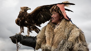 Hunting With Eagles - Video