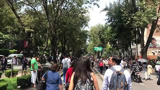 Mexicans flood streets after quake due to lack of public transport - Video