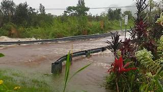 Video shows floodwaters raging on bridge as Hurricane Lane edges closer to Big Island - Video