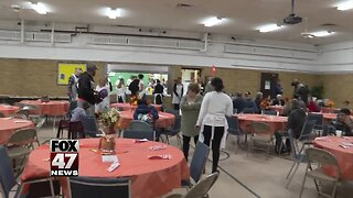 Community center serves Thanksgiving dinner to those who need it