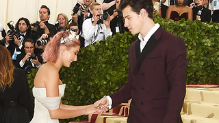 Hailey Baldwin Is In LOVE With Shawn Mendes! - Video