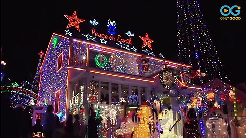 This Is One Of The Best Christmas Lights Displays Ever