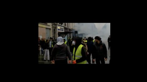 Yellow Vest Protesters Flee Tear Gas Amid Violent Clashes in Rouen