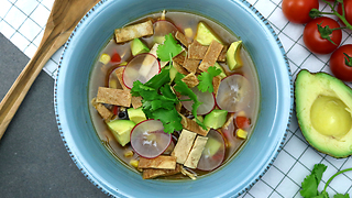 How to make chicken salsa tortilla soup - Video