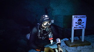 Fearless scuba divers explore infamous Caracol Cenote - Video