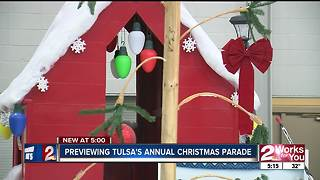 Self-propelled floats in Tulsa Christmas Parade - Video
