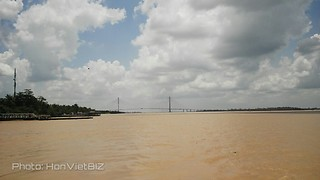 Can Tho Bridge from Old Cai Vien ferry - South Vietnam  - Video