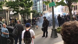 Flash Bangs, Pepper Spray Used to Disperse Protesters During Solidarity Rally - Video