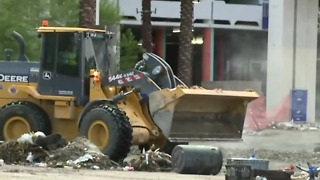 Crews clean up after flooding at the Linq - Video