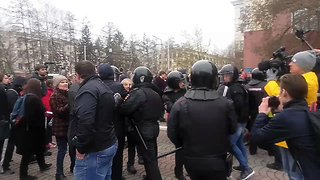 Police Detain Protesters During Anti-Putin Demonstrations