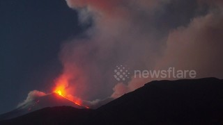 Mount Etna's new eruption in stunning time-lapse - Video