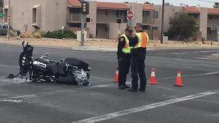 Accident shuts down Golf Links intersection - Video