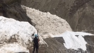 Mountaineers Witness Avalanche Up Close in Canada's Rocky Mountains - Video