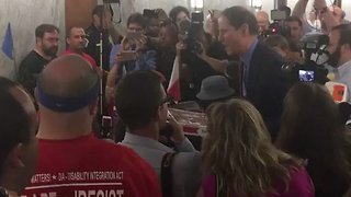 Wyden Brings Healthcare Bill Protesters Pizza Ahead of Hearing - Video