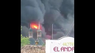 Massive blaze at Germany's biggest theme park - Video
