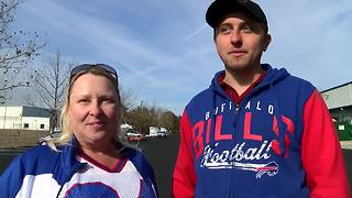 Bills fans welcome team as they arrive in Jacksonville - Video