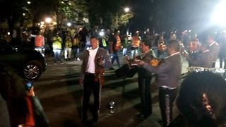 Mariachi Band Perform for Earthquake Emergency Workers in Mexico City - Video