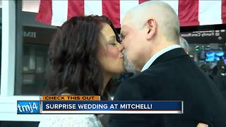 Couple holds surprise wedding at Milwaukee airport - Video