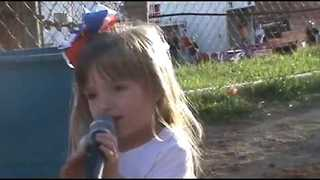 3-Year-Old Confidently Sings Star-Spangled Banner in Public - Video