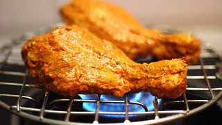 Tandoori chicken using a gas stove flame - Video