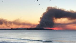 Plume of Smoke Seen From Cronulla's Elouera Beach - Video