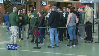 Fans meet former Packers stars - Video