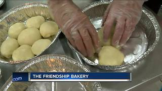 Milwaukee bakery employs people with special needs - Video