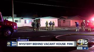 Vacant home goes up in flames in Phoenix - Video