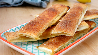 How to make sweet apple pie sticks - Video
