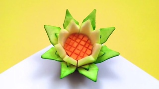 DIY: How to make a lotus flower with a zucchini - Video