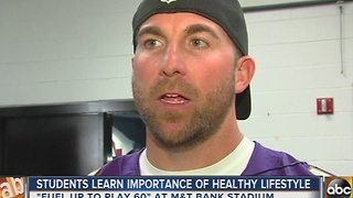 Baltimore Ravens help students get healthy - Video