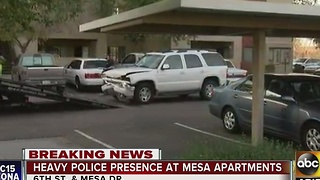 Police investigating barricade situation at Mesa apartment complex - Video
