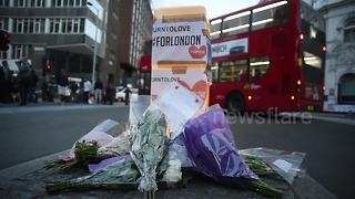 Flowers and other tributes appear around London Bridge - Video