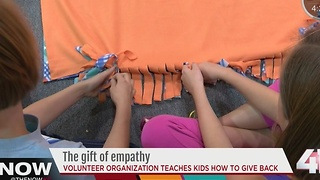 Kids get in the giving spirit on Thanksgiving - Video